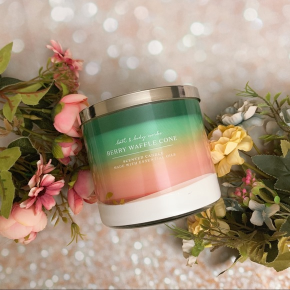 Bath and body work bbw berry waffle cone candle